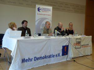 """Pressekonferenz """"Wir wollen wissen, wer bezahlt!"""" am 9. Mai 2011 in Berlin"""