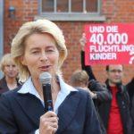 Campact-Aktion zur Kinderflüchtlingskampagne bei einem Besuch Ursula von der Leyens im August 2011 in Verden (Nds.)