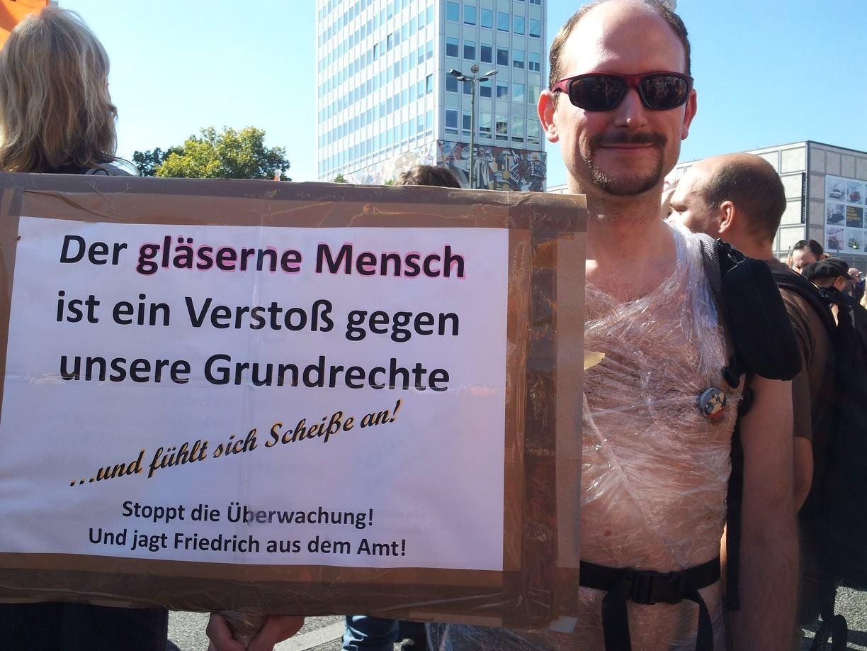 Auch er protestiert: Der berühmt berüchtigte gläserne Mensch ;)