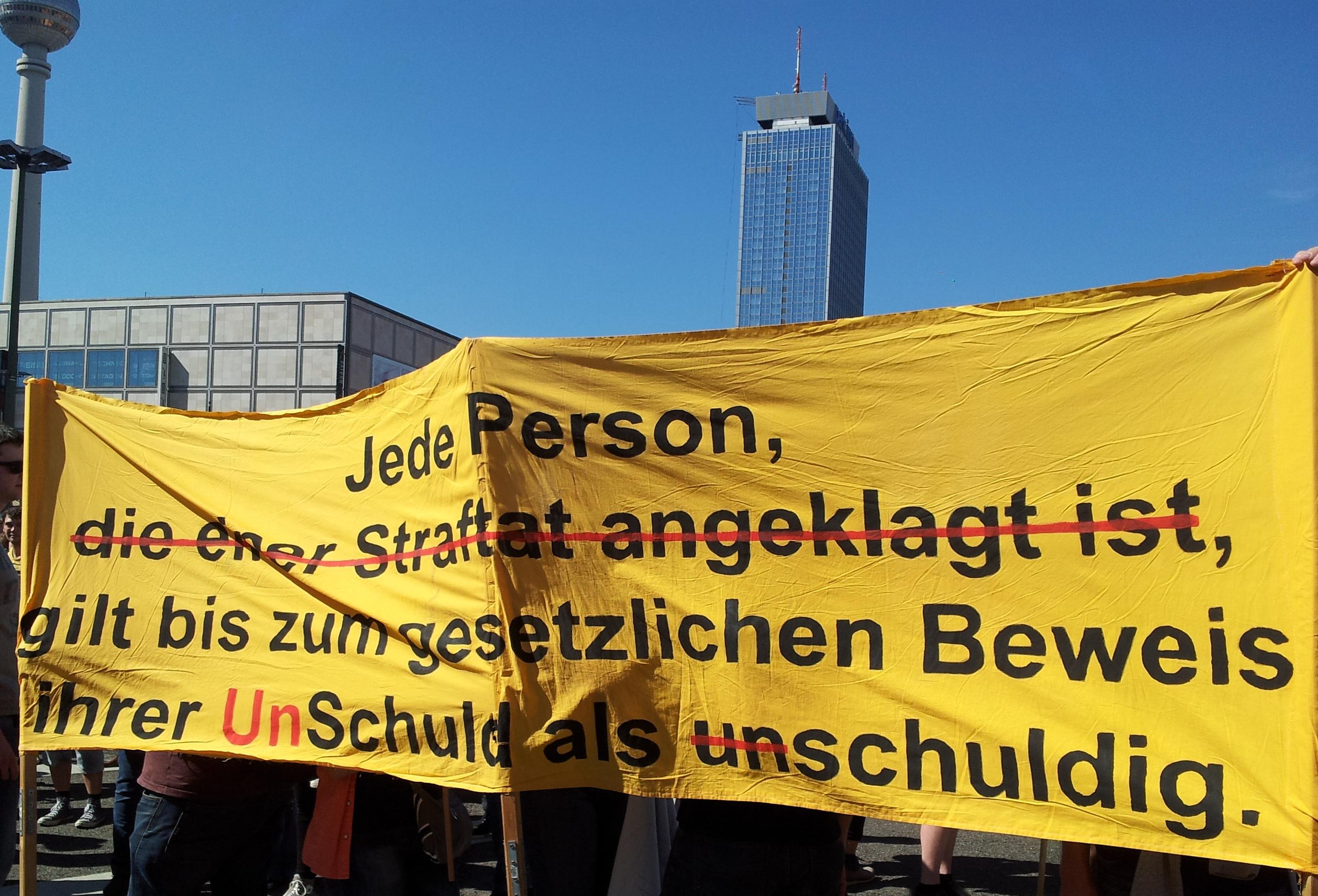 Banner zur verdachtslosen Überwachung