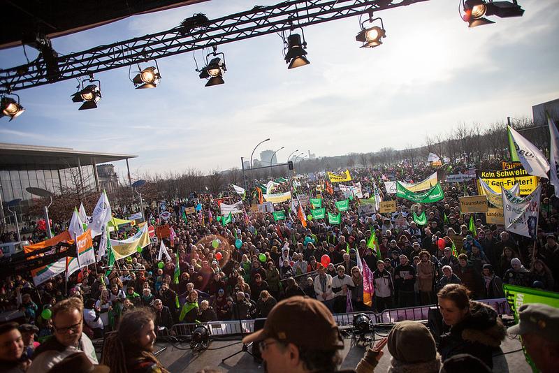 Wow: 30.000 Menschen bei der Abschlusskundgebung vor dem Bundeskanzleramt