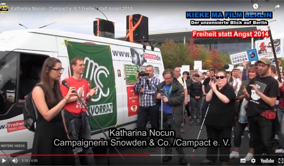 """Screenshot Youtube: Auf der Demo """"Freiheit statt Angst"""" hält Campact-Campaignerin Katharina Nocun eine Spontanreden, die es in sich hat! Freiheit statt Angst."""