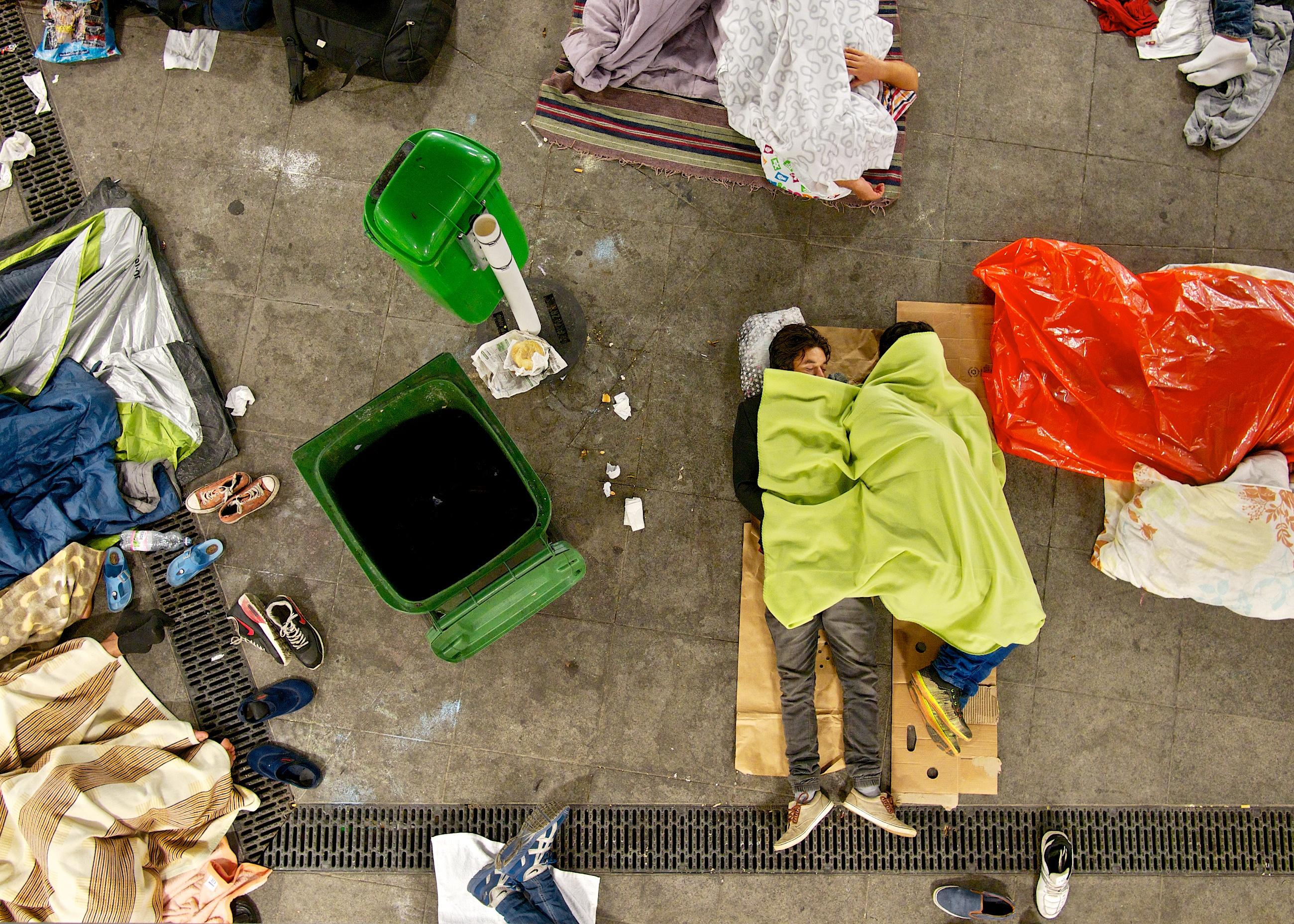 Flüchtlinge schlafen auf dem Boden