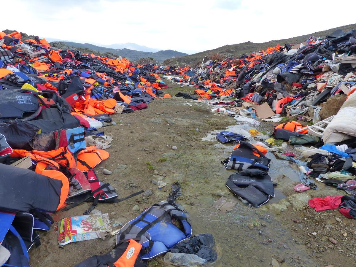 Berge von Rettungswesten auf der griechischen Insel Lesbos. Foto: Jeannette Hagen