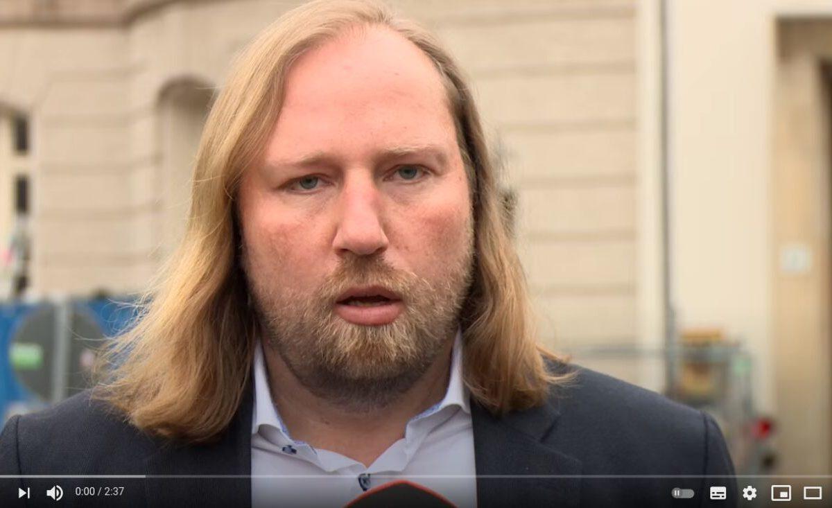YouTube-Screenshot: Anton Hofreiters Statement nach dem Besuch des TTIP-Leseraums
