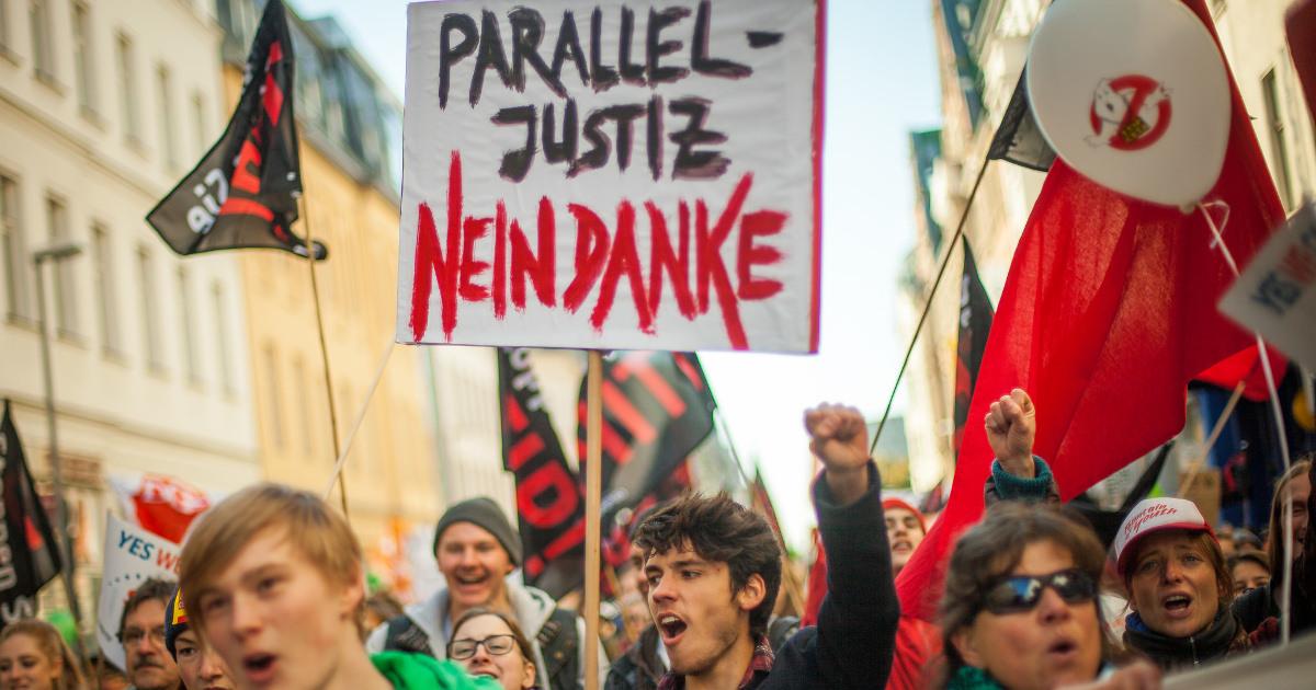 Schild auf der TTIP-Demo in Berlin 2015. Foto: Jakob Huber/Campact