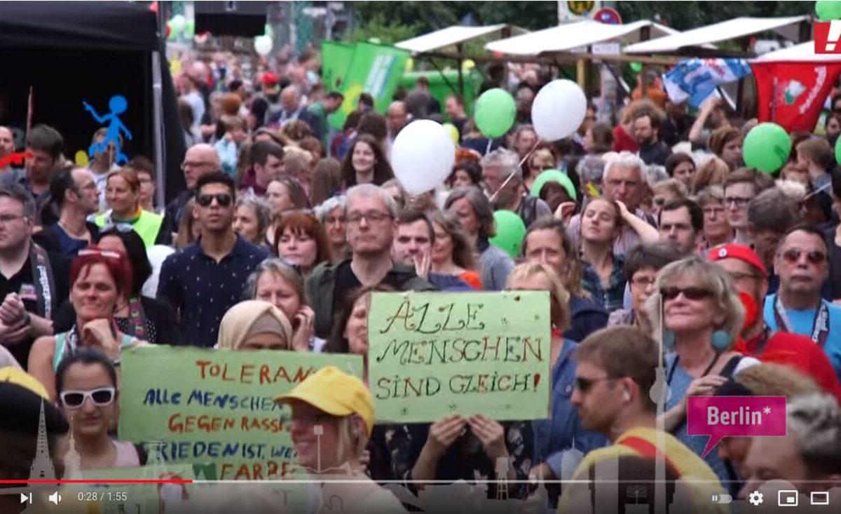 YouTube-Screenshot: 40000 Menschen Hand in Hand gegen Rassismus - für Menschenrechte und Vielfalt!