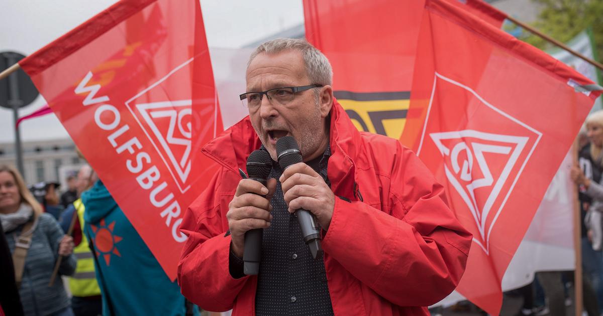Gewerkschafter der IG Metall beim Protest gegen CETA vor dem Parteikonvent der SPD