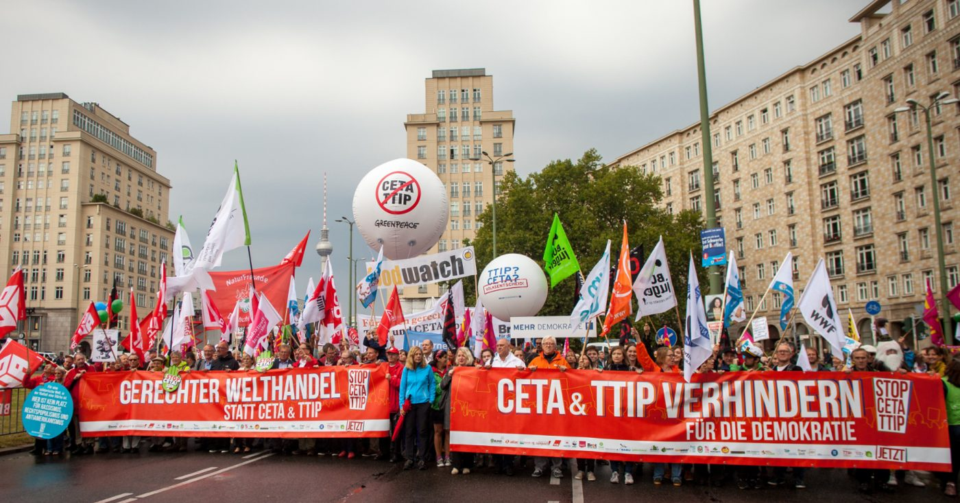 Zahlreiche Demonstranten auf Anti-TTIP-Demo in Berlin