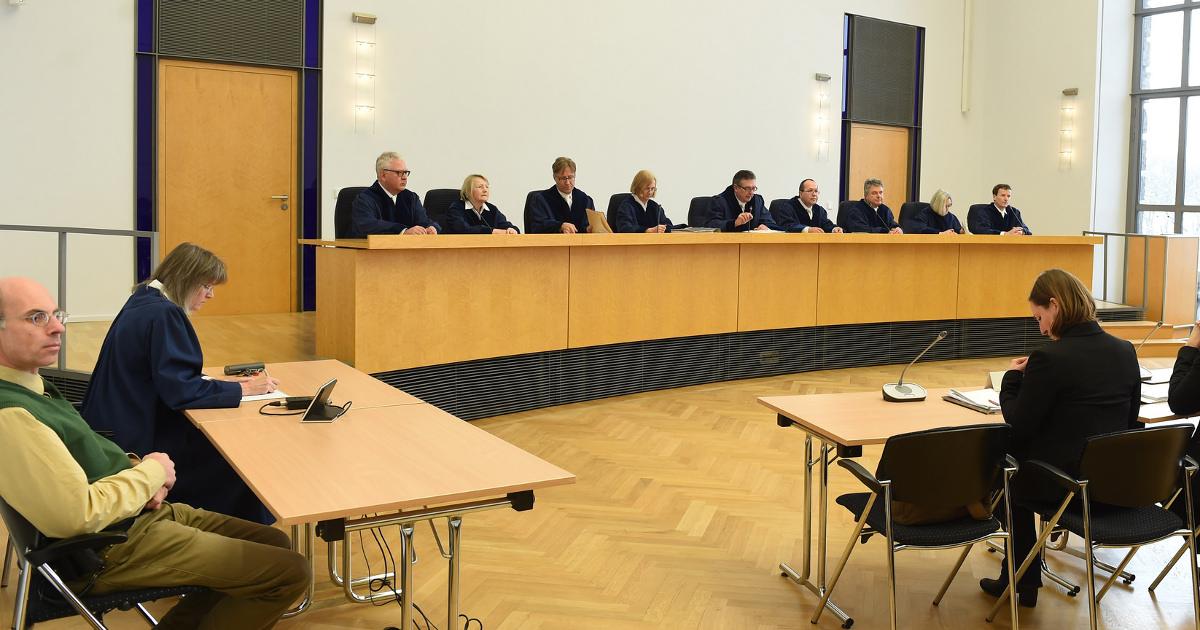 Richter/innen im Bayerischen Verfassungsgericht (München) verhandeln über das CETA-Volksbegehren.