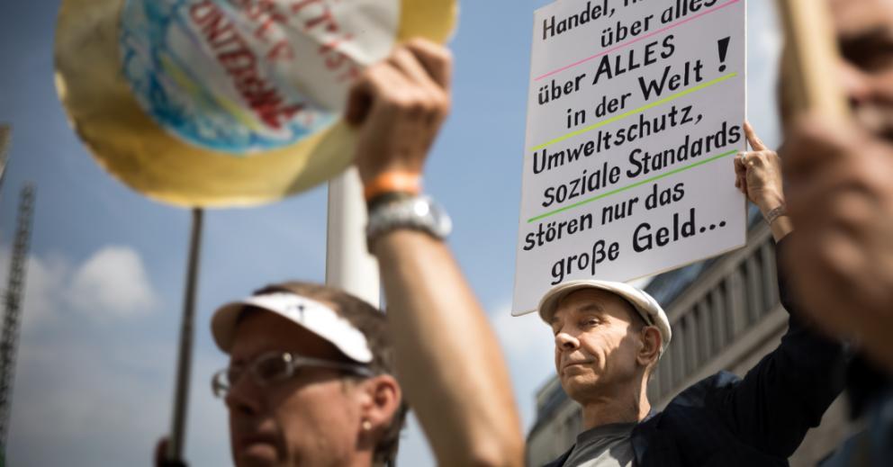 Protest am 6. Juli 2017 gegen JEFTA in Berlin. Foto: Campact/Gordon Welters