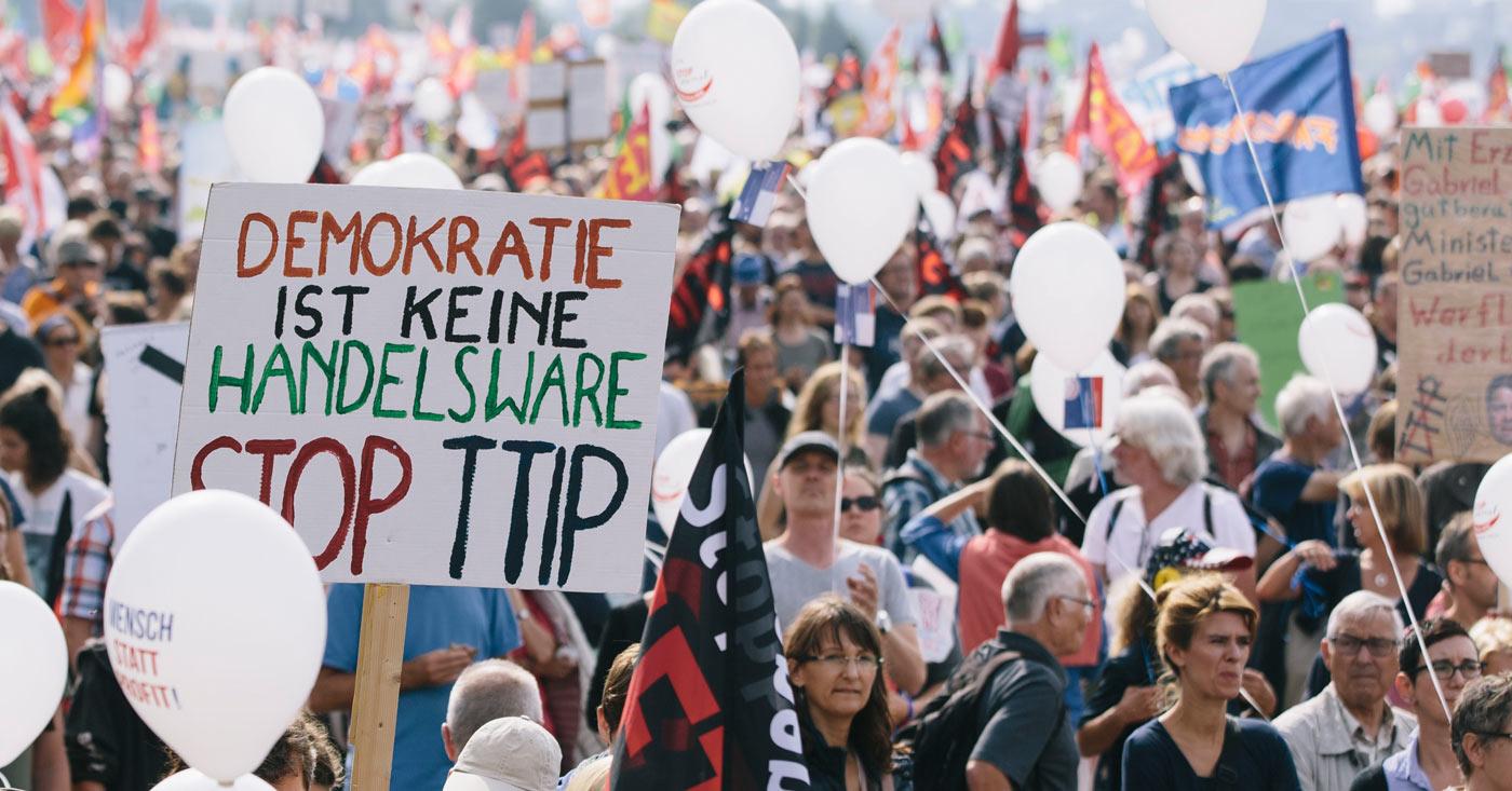 Demokratie ist keine Handelsware - Demo gegen TTIP / Campact e.V. [CC BY-ND 2.0]