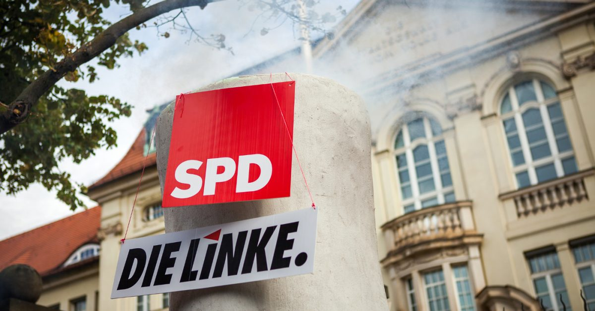 Campact protestiert gegen Absenkung des Klimaziels vor der Brandenburgischen Staatskanzlei / Fotos von Jakob Huber/Campact Frei zur Nicht-Kommerziellen Nutzung (siehe creative commons-Lizenz). Für kommerzielle Verwendung wenden Sie sich bitte an jakob_huber@web.de