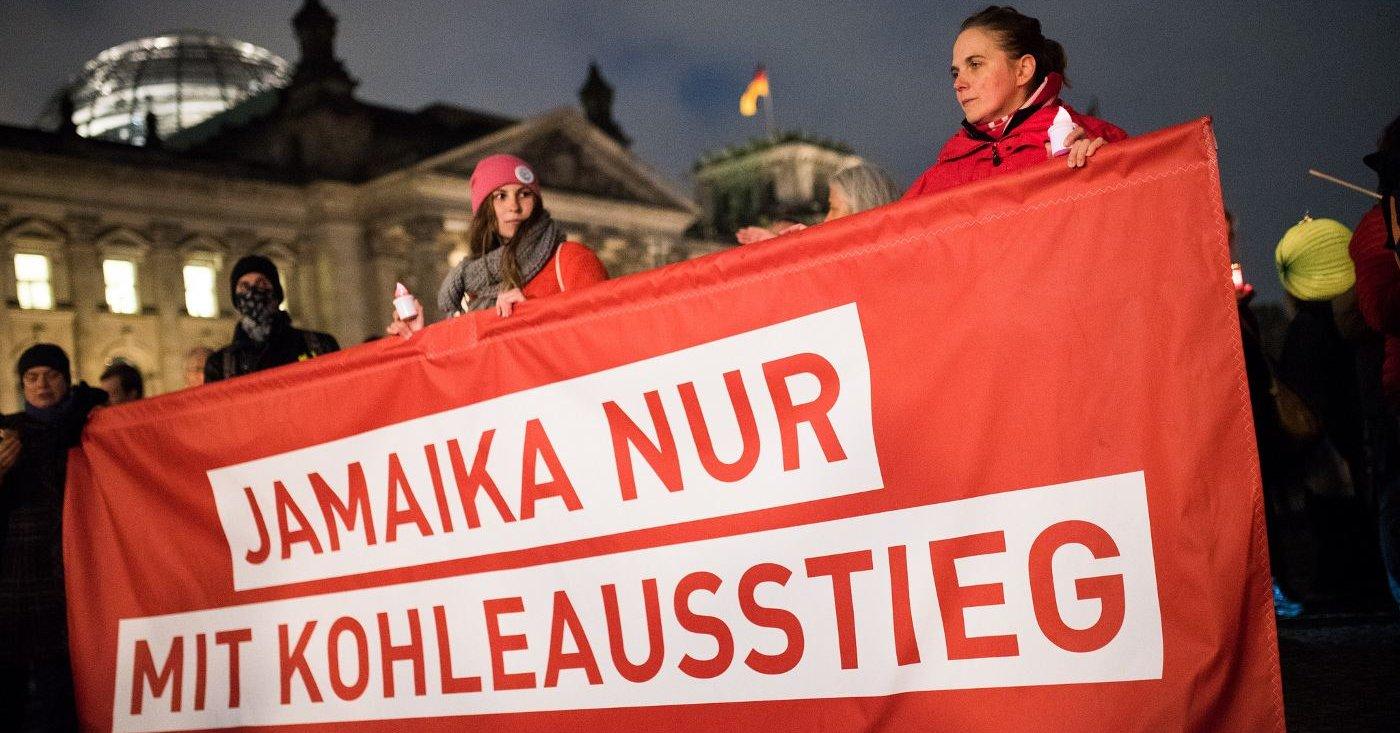 Jamaika nur mit Kohleausstieg. Campact-Aktive protestieren in Berlin