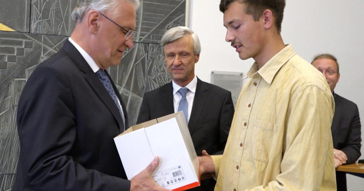 Polizeigesetz in Bayern: Unterschriftenübergabe an Joachim Herrmann / Foto: Daniel Assmann