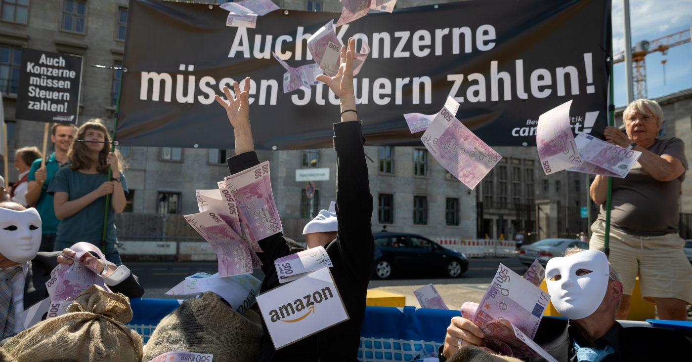 Campact-Aktion: Auch Konzerne müssen Steuern zahlen