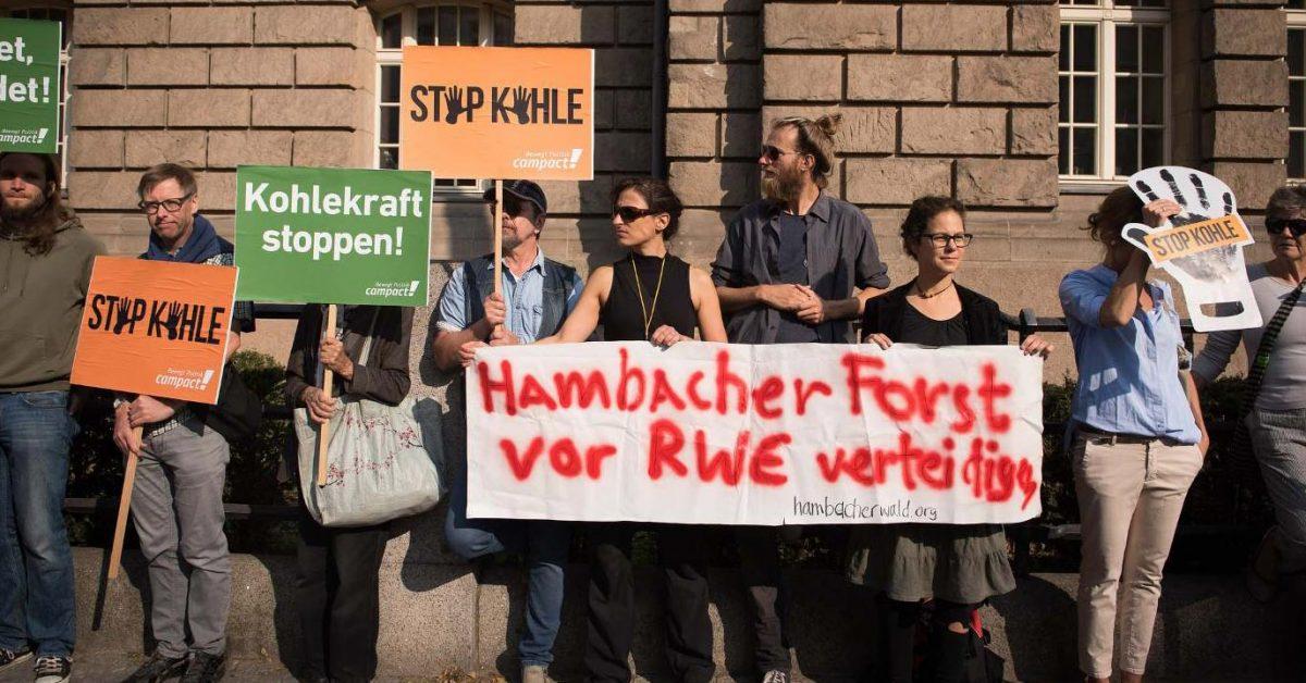 Hambacher Forst vor RWE verteidigen. Campact-Aktion vor Kohlekommission.