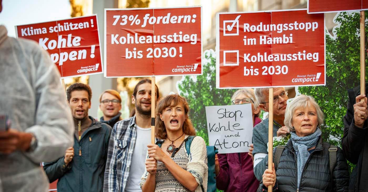 Kohleausstieg bis 2030. Campact-Unterstützer/innen protestieren