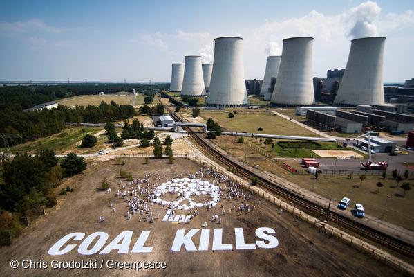 Acht Fakten über Braunkohle, Campact zeigt wie sehr Braunkohle uns allen schadet, Foto: Chris Grodotzki / Greenpeace