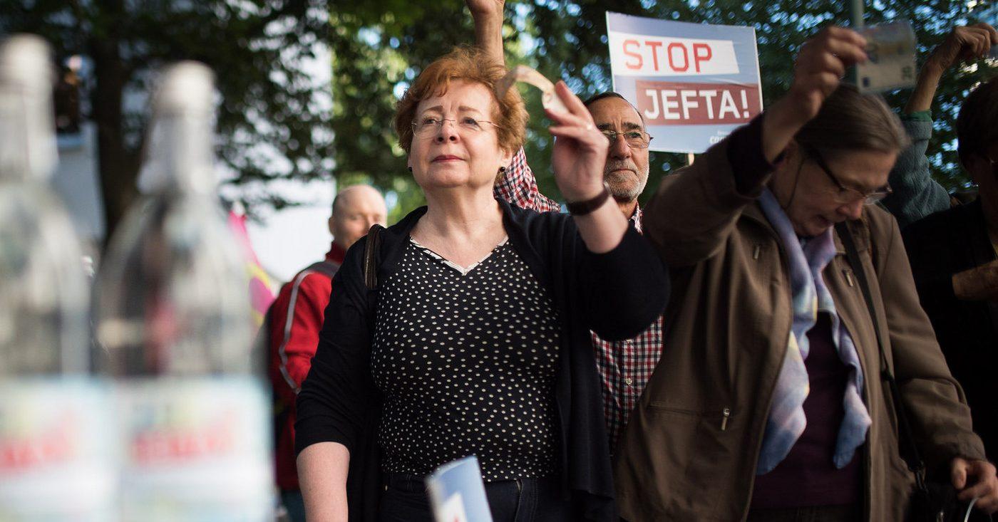 Bild einer JEFTA-Aktion gegen den Ausverkauf des Wassersektors durch das Handelsabkommen.