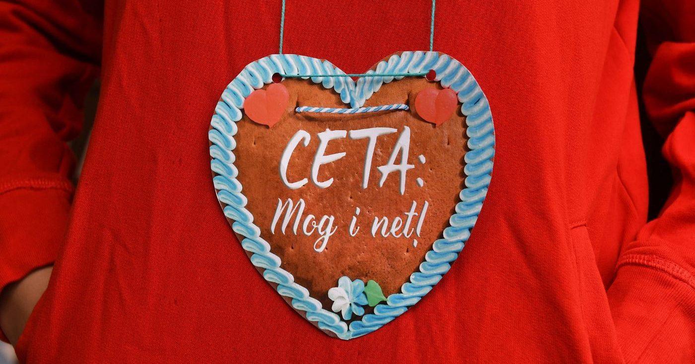 Lebkuchenherz mit Aufschrift: CETA: Mog i net!