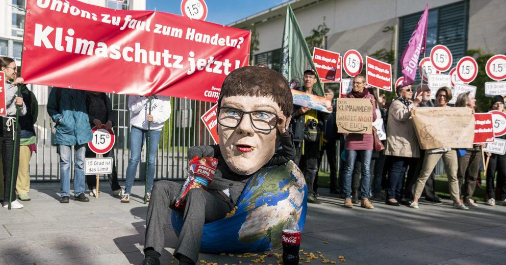 Klimakabinett: Campact-Aktive fordern Union vor dem Bundeskanzleramt zu Klimaschutz auf
