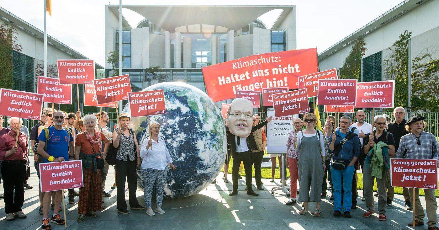 Klimaschutz: Haltet uns nicht länger hin. Campact-Aktion beim Klimakabinett. Klimapaket jetzt nachbessern