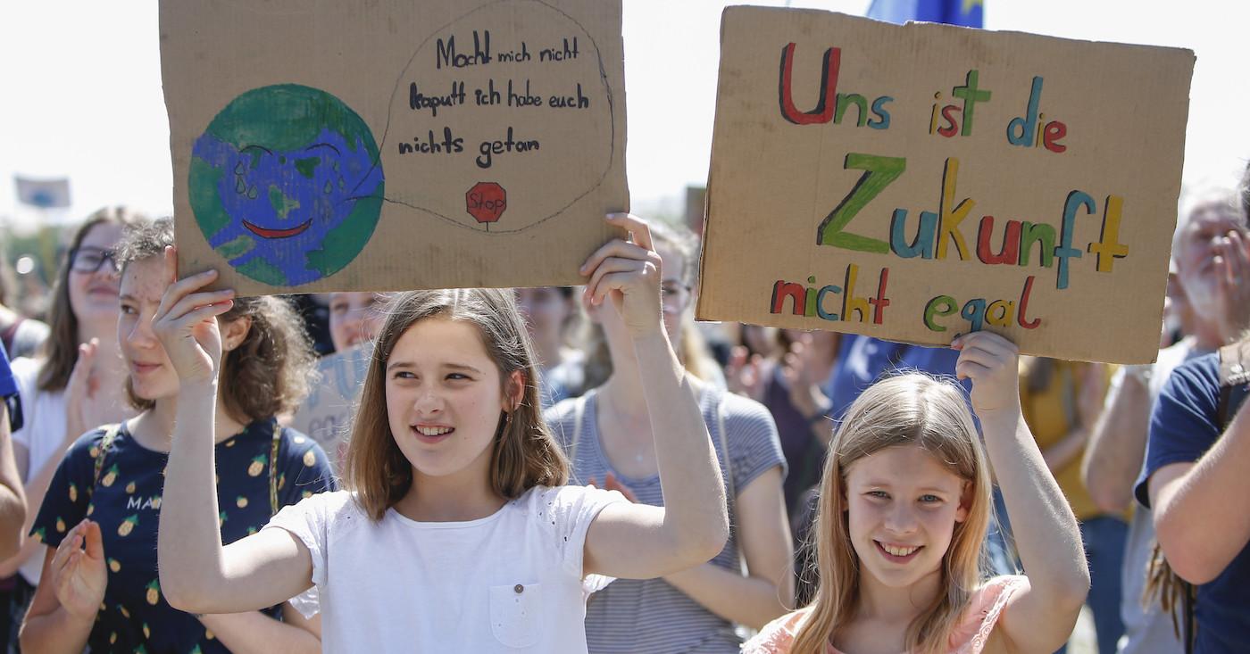 Im Mai 2019 gingen Hunderte Schüler mit Fridays for Future in München auf die Straße. Am 20. September streiken alle Generationen weltweit - beim globalen Klimastreik.