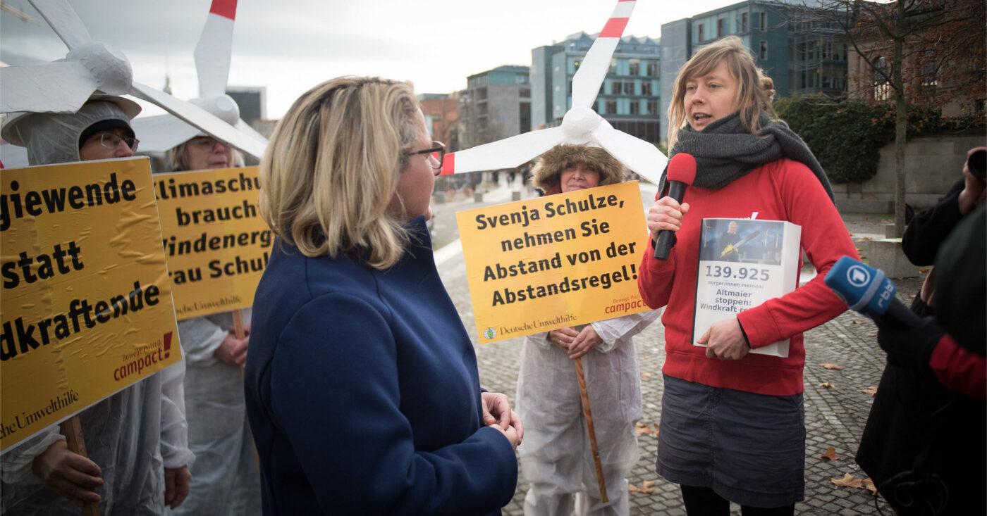 Übergabe von 140.000 Unterschriften an Umweltministerin Schulze: Windkraft retten, Altmaier stoppen!
