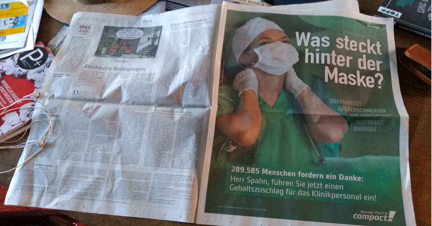 Foto von einer ganzseitigen Anzeige in der FAZ. Zu sehen ist eine überlastete Krankenpfleger*in stellvertretend für das Klinikpersonal, das wegen Corona Überstunden leisten muss.